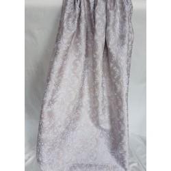 tessuto in seta con delicati motivi floreali in rilievo