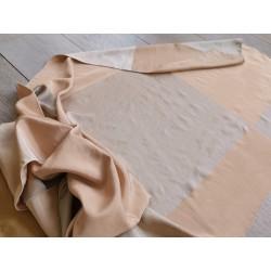 Tessuto misto seta con motivo a scacchi color albicocca e tortora