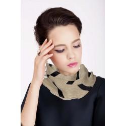 Scalda collo in lana color cammello inserti geometrici