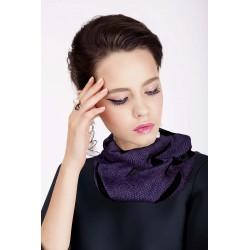 Scalda collo in lana viola con inserti geometrici